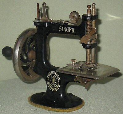 Collectible Vintage Childs Wood Handled Cast Iron Singer Sewing Machine #20 4