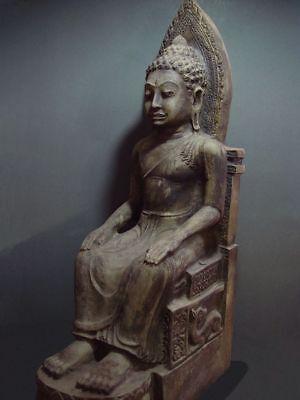 ENTHRONED BUDDHA 'EUROPEAN STYLE' SANDSTONE STONE. MON DVARAVATI PERIOD 11/12thC 3