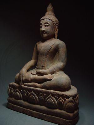 A SANDSTONE FIGURE OF A SEATED STONE BUDDHA. AYUTTHAYA PERIOD 16/17th C. 3