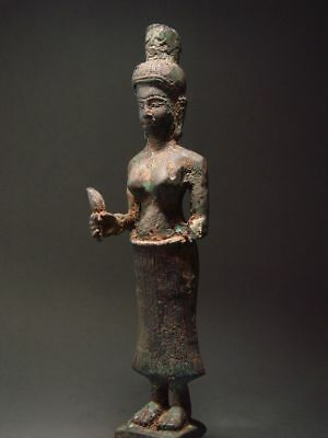 ANTIQUE BRONZE FEMALE DEITY, PRAKHON CHAI, BURIRAM. KHMER INFLUENCE. 18/19th C.