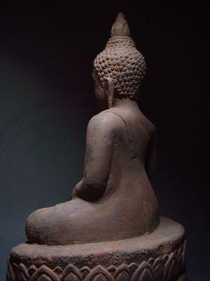 A SANDSTONE FIGURE OF A SEATED STONE BUDDHA. AYUTTHAYA PERIOD 16/17th C. 6