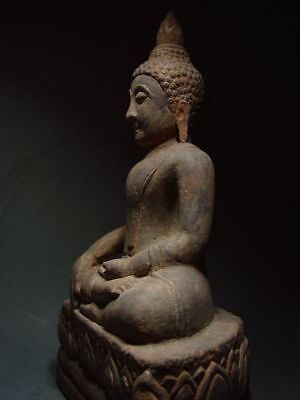 A SANDSTONE FIGURE OF A SEATED STONE BUDDHA. AYUTTHAYA PERIOD 16/17th C. 4