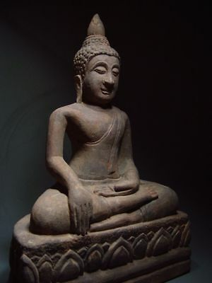 A SANDSTONE FIGURE OF A SEATED STONE BUDDHA. AYUTTHAYA PERIOD 16/17th C. 11