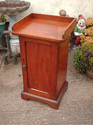 Antique Mahogany  Pot Cupboard / Bedside Cabinet 2
