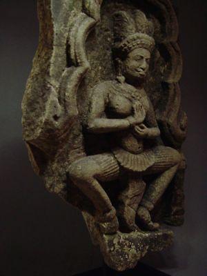 KHMER SANDSTONE TEMPLE GODDESS 'APSARA' STONE RELIEF FRAGMENT ANGKOR THOM 13th C 9