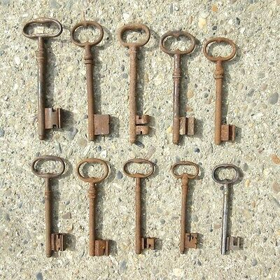 Ten Antique French Keys (4 3/8 to 6 3/8 inches - 12.50 to 16.20 cm) 2