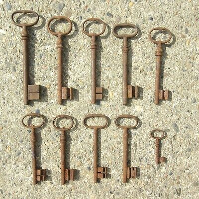 Ten Antique French Keys (2 9/16 to 6 13/16 inches - 6.60 to 17.30 cm) 2