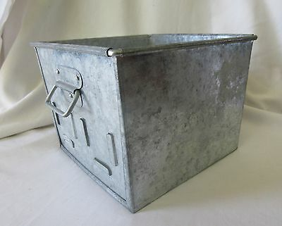 Set of 2 Metal Tin Organizer Boxes with Handles 4