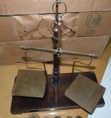 Alte kleine Waage - Apothekerwaage - mit Gewichten