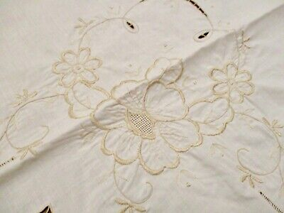 Banquet Floral Embroidered  Tablecloth Light Easy Care No Iron  65X100 3