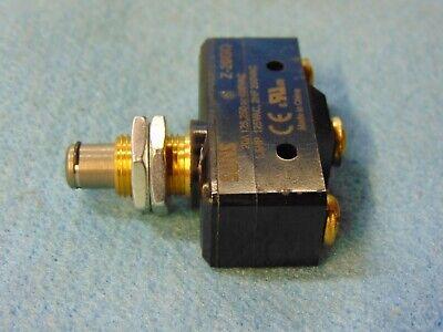 SUNS International SN7310 Panel Mount Plunger Mini Enclosed Limit Switch