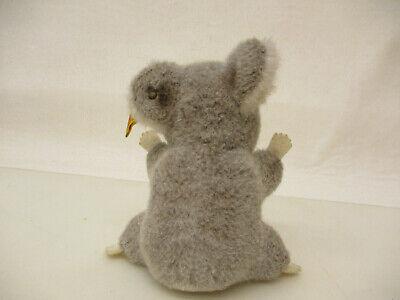 MES-64402Steiff Koala Bär weichgestopft,H:ca.11cm,mit Knopf und Fahne 3