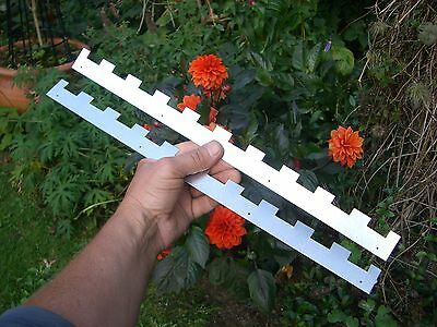 2 Castellated frame spacers (1 pair) holding 10 frames 3