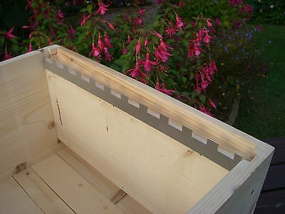 12 Castellated frame spacers (6 pairs) holding 11 frames 3