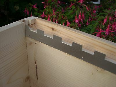 4 Castellated frame spacers (2 pairs) holding 10 frames 3