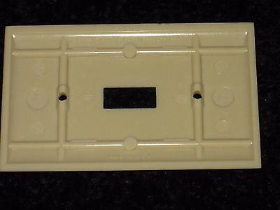 Vintage Mid Century BAKELITE Ribbed Single Wall Light Switch Plate Cover Lines 4