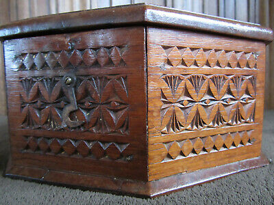 Carved Octagonal Box Friesian Arts & Crafts Folk Art Circa 1900 26cm Across 7