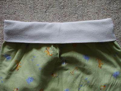 schöner Baby Schlafsack Länge ca. 47 cm von TCM in grün mit Tierchenmuster 6