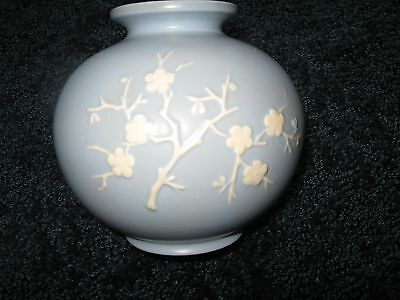 Copeland Spode Vase 5 38 Tall Blue With White Flowers Made In