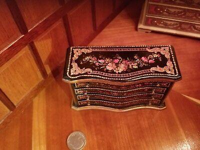1:12 scale Natasha Beshenkovsky's Mini Decoupage Decor - Sheraton Collection Bed 9