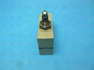 Omron ZE-Q22-2S Limit Switch Side Mount Top Roller Plunger 15 Amp SPDT 4