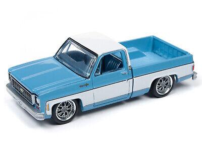 2019 AUTO WORLD 1:64 *PREMIUM 2B* Light Blue 1973 Chevy Cheyenne Fleetside *NIP* 2