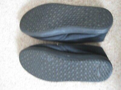 Black unisex Slazenger no lace plimsoles UK junior size 1 - good condition 5