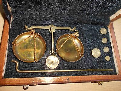Nostalgie Apothekerwaage Goldwaage Waage in Holzschatulle mit 5 Gewichte 1-10g 3