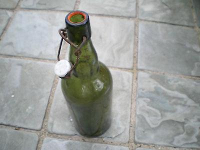 Alte grüne Glasflasche mit Bügelverschluss M 3