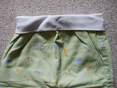 schöner Baby Schlafsack Länge ca. 47 cm von TCM in grün mit Tierchenmuster 2