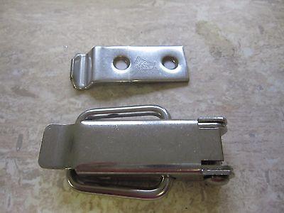 Spannverschluss Kistenverschluss Edelstahl 62x30x3,5 mit gekröpften Eckbefestig.