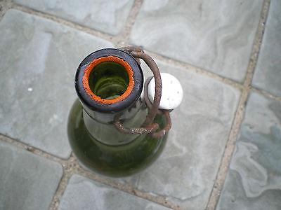 Alte grüne Glasflasche mit Bügelverschluss M 2
