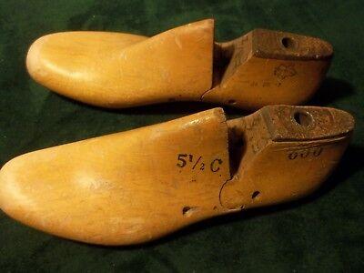 VINTAGE 1960 PAIR Wood Size 8-1//2 C 600 GEBL Co  Shoe Factory Lasts #949