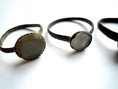 4 antike Fingerringe 18.Jh. Kupfer Bronze mit Glassteinchen selten!