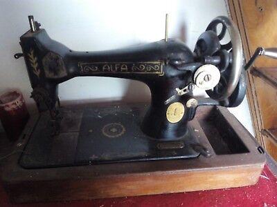 maquina de coser  marca ALFA con mesa manual 3