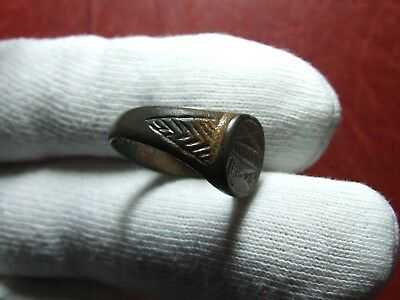 Antique Ancient bronze Ring with geometric figure to identify 4