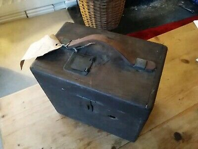 Vintage TOULET IMPERATOR PIGEON RACING TIMING CLOCK IN WOODEN BOX. 3
