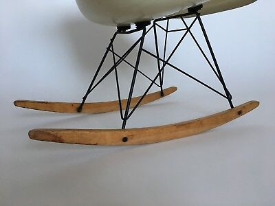 All original Eames Herman Miller Fiberglass Rocking Chair from 1957 7