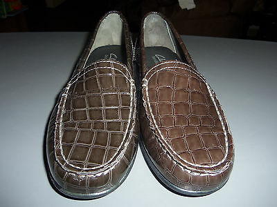 fc8011daafe ... 2 of 5 Clarks Bendables Moody Gem Leather Shoe Loafers -- NEW - Brown -  Size 6 M