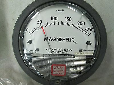 Dwyer Magnehelic Pressure Gauge Model 2000 250 PA Metric (NIB)