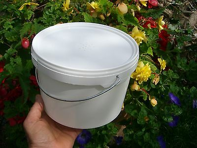 2 x 2.5L (Half gallon) CONTACT / BUCKET FEEDERS 4
