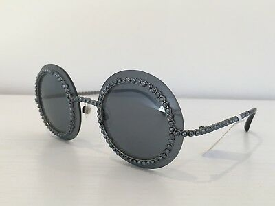 bf1b526422d ... Auth CHANEL 71140 L0844 3N Silver Gray Round Pearls Mirrored Runway  Sunglasses 3