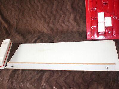 alter Kaufmannsladen rot weiß aus Kunststoff Plaste mit 3 Theken - ca. 1950er 3