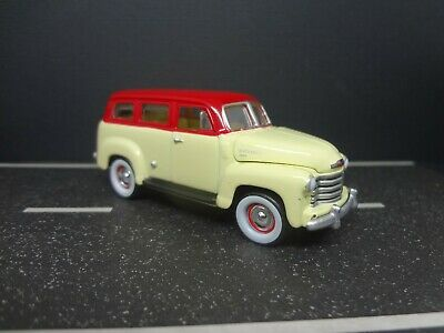 Johnny Lightning 1950 Chevy Suburban with Moon equipped trailer Loose 1:64