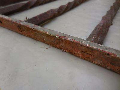 80,5 X 55 cm - Ancienne grille de porte en fer forgé torsadé