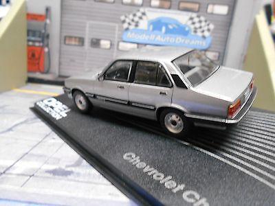 Opel Chevrolet Chevette 1987-1993 Fertigmodell in Displayvitrine Maßstab 1:43