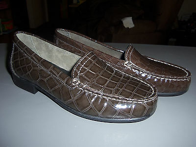 f2c88d30577 ... 2 available Clarks Bendables Moody Gem Leather Shoe Loafers -- NEW -  Brown - Size 6 M