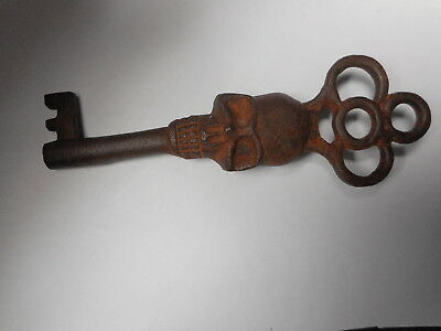 Antique Style Skull Head Iron Skeleton Key 3