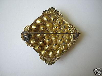 Alte goldfarbene Metall Modeschmuck Brosche mit buntem Strass 5,4 g