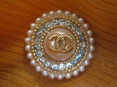 CHANEL  1 CC  PEARL CENTER, MATTE GOLD RHINESTONES 21mm BUTTON THIS IS FOR ONE 2